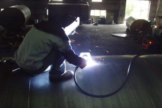 Manhole guide and lift lug welding
